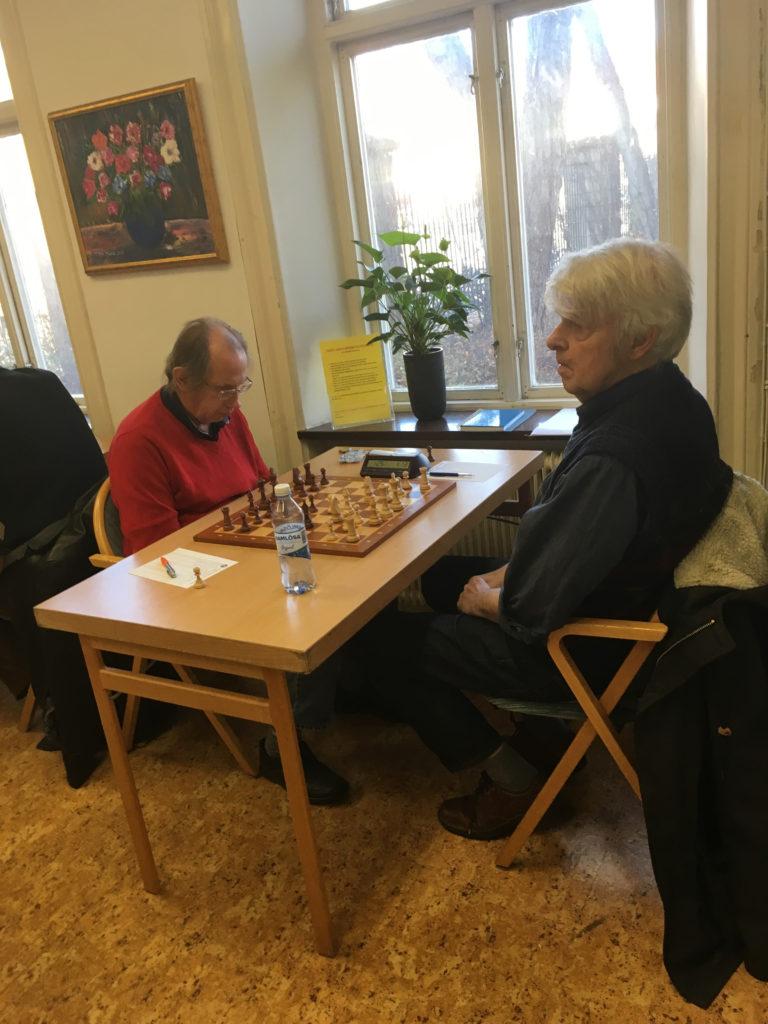 Lennart Olsson i rött mot Kristjan Hallberg