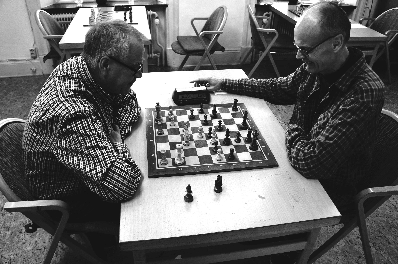Matti Svenn och Hans Svedberg spelar skojblixt